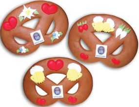 Lebkuchenbreze mit Marzipanlogo als Werbeartikel