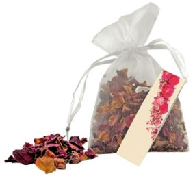 Rosenblüten im Organza-Säckchen als Werbeartikel